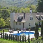 Hotel Pictures: Auberge Sous L'Edredon B&B, Saint-Sauveur-des-Monts