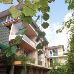 Oasis Guest House, Vardane