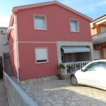 Apartments Niko, Vir