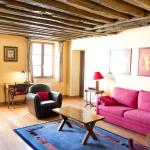 Classical and Peaceful Apartment in Le Marais,  Paris