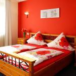 Hotel Pictures: Gästehaus Weisenheimer Hof, Weisenheim am Berg