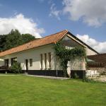 Hotel Pictures: Maison De Vacances - Courset, Courset