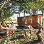 Hotel Pictures: La Chouette Cabane, Craon