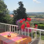 Hotel Pictures: Haut de Villa Cypres Bleus, Venelles