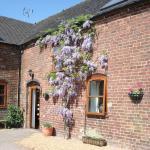 Hotel Pictures: Highfields Farm B&B, Stone