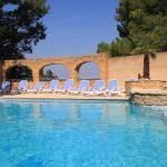 Hotel Pictures: Gîtes La Pousterle De Sabran, Sabran