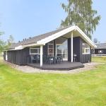 Hotel Pictures: Middelfart Holiday Home 657, Kustrup