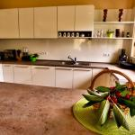 Hotellbilder: Holiday Home Marta, Dobrevtsi
