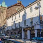 Hotel Pictures: The Kings Head Hotel, Abergavenny