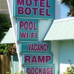 Royal Hawaiian Motel/Botel, Marathon