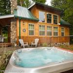 11MBR Family Cabin with Hot Tub!,  Glacier