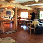 Hotel Pictures: Arctic Divide Inn & Motel, Dease Lake