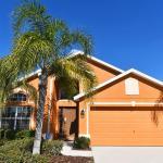 Orange Cosmos Holiday Home 4021, Loughman