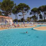 Hotel Pictures: Holiday home Fontaines de Vaucluse H-770, Calvisson