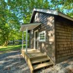 Hotel Pictures: Sunwolf Riverside Cabins, Brackendale