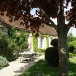 Hotel Pictures: Maison De Vacances - Yevre-Le-Chatel, Yèvre-la-Ville