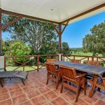 Foto Hotel: Birds 'n' Bloom Cottages, Yungaburra