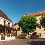 Hotel Pictures: Logis Des Trois Maures, Couches