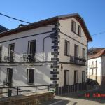 Hotel Pictures: Aiestaenea Apartamentos Rurales, Isaba