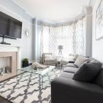 New Charming 2BR Townhouse,  Chicago