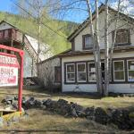 Hotel Pictures: Whitehouse Cabins, Dawson City
