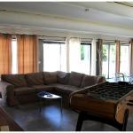 Hotel Pictures: Mas Sainte Sarah, Saint-Laurent-d'Aigouze