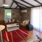 Foto Hotel: Gumtrees Cottage Stables, Ross