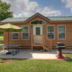 Lake Conroe Two-Bedroom Cabin 13, Willis