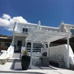 Villa Melpomeni, Glastros