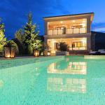 Villa Unique, Divarata