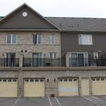 Hotel Pictures: Luxury 3 Bedroom Townhouse, Mississauga
