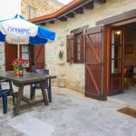 Hotel Pictures: Omodos Village Houses, Omodos