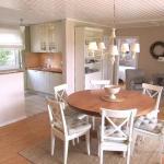 Hotel Pictures: Ferienhaus Nr. 55 im Landhausstil mit Kamin und Sauna, Niendorf