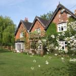 Hotel Pictures: Church Farm Accomodation, Bickenhill