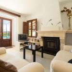 Hotel Pictures: Three-Bedroom Apartment in Mallorca with Pool XVII, El Port