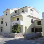 Apartments Donami P3507, Pag