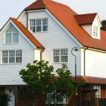 Hotel Pictures: The Corner House Saltwood, Hythe