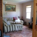 Hotel Pictures: Riverbank Cottage, Beaver Brook Station