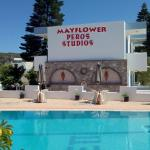 Mayflower Peros Studios, Kéfalos