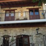 Hotel Pictures: Village Traditional Stone House, Lania