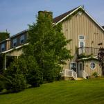 Hotel Pictures: Chanterelle Inn & Cottages featuring Restaurant 100 KM, North River Bridge