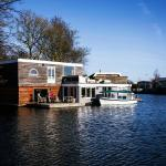 Sunny Houseboat, Amsterdam