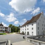 Hotel Pictures: Hotel im Schlosspark, Binningen