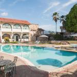 Hotel Pictures: Hotel El Castillo Chinauta, Chinauta