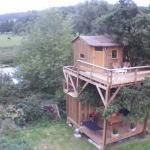 Hotel Pictures: Cabane Perchée dans la prairie de l'ancien moulin, Valmont