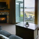 Hotel Pictures: Kingfisher Oceanside Resort & Spa, Courtenay