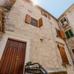 Old Town South Gate Apartments, Kotor
