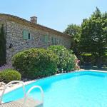 Hotel Pictures: Holiday home Hameau De Fontaube St Saturnin d'Apt, Cavaillon
