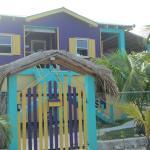 Hotel Pictures: SLO-N-EZ Villa, Caye Caulker