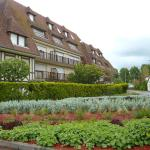 Hotel Pictures: Le Surcouf, Cabourg